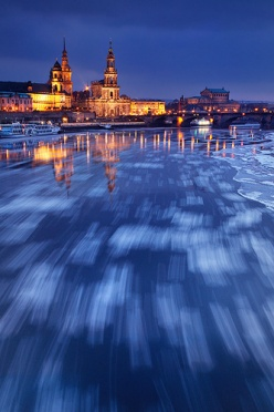 Drifting Ice on the Elbe - Dresden