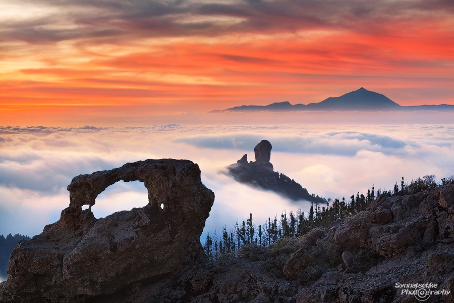 Roque Nublo and arch after sunset